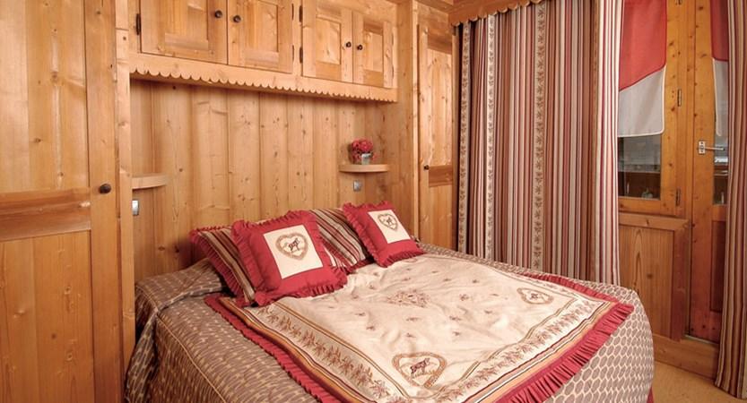 Eterlou apartments bedroom (2)