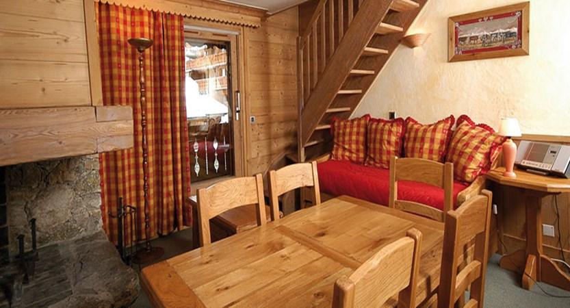 Eterlou apartments living area