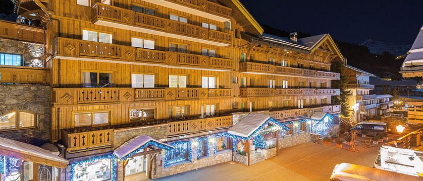 Hotel La Chaudanne - night exterior