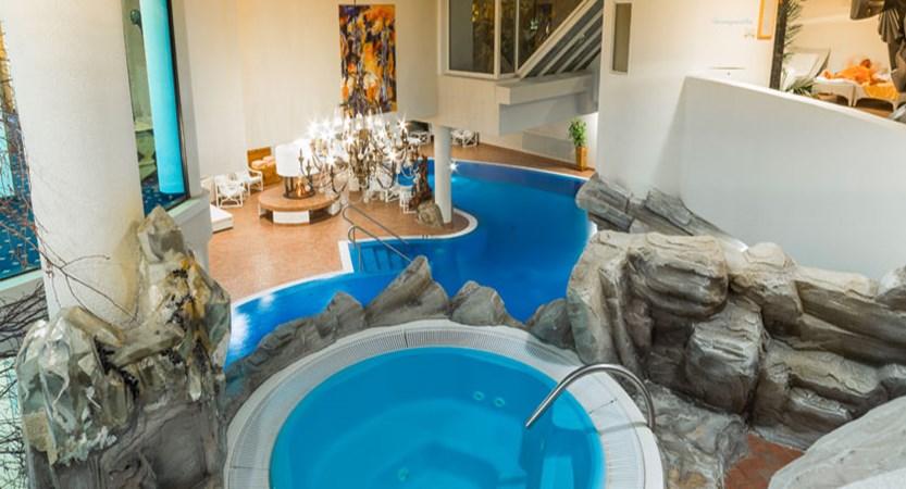 Hotel Ferienart Resort & Spa, Saas-Fee, Switzerland - whirlpool jacuzzi.jpg
