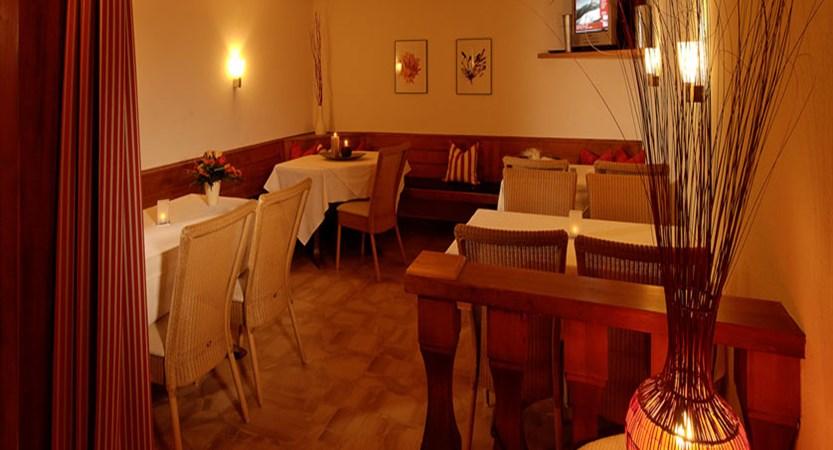 Hotel Park, Saas-Fee, Switzerland - TV & lounge area.jpg