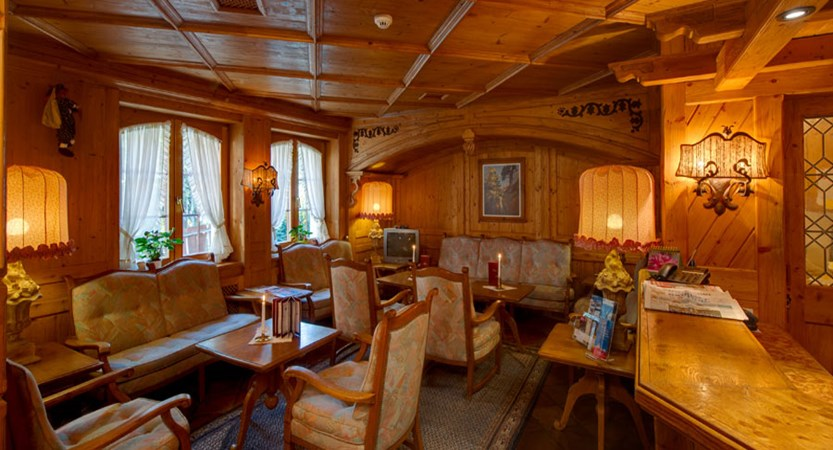 Hotel Alpenroyal, Zermatt, Switzerland - lounge.jpg