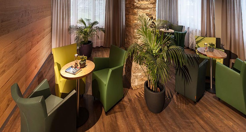 Hotel Perren, Zermatt, Switzerland - lounge.jpg
