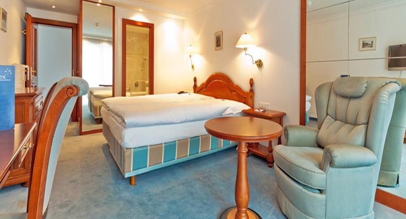 Hotel Rex Garni, Zermatt, Switzerland - bedroom.jpg