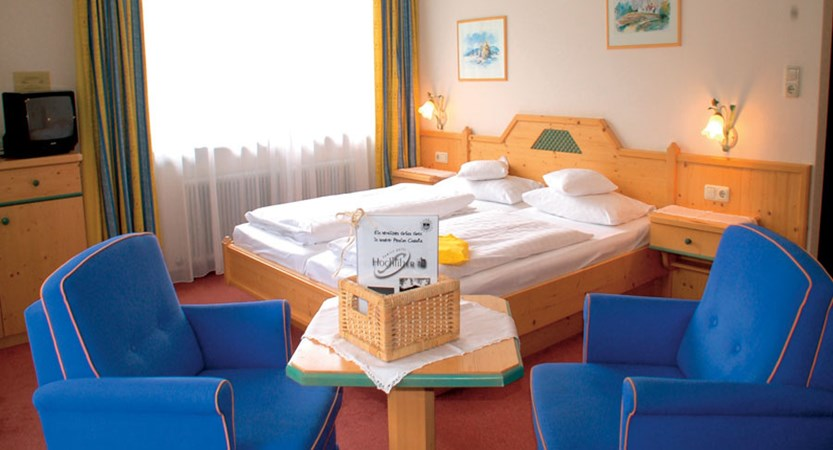 Hotel Claudia, Ellmau, Austria - twin bedroom interior.jpg