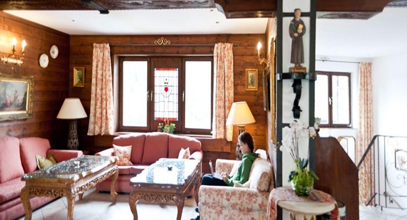 Hotel Alpenkrone, Filzmoos, Austria - lounge.jpg