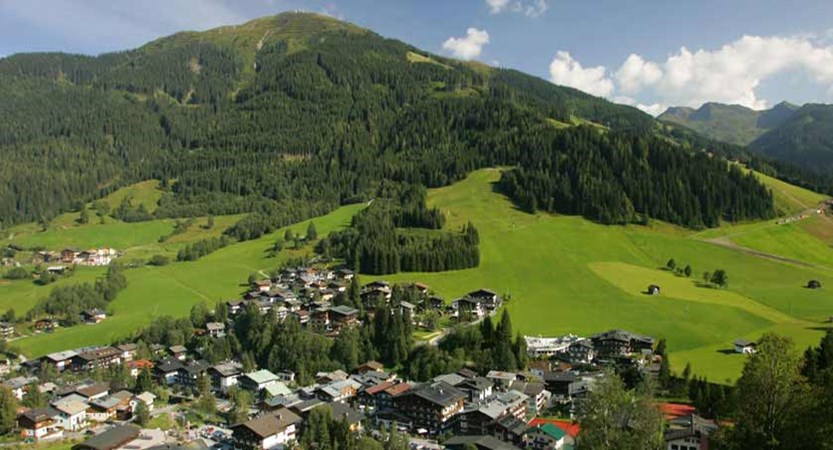 Saalbach & Hinterglemm, Austria, Resort view.jpg
