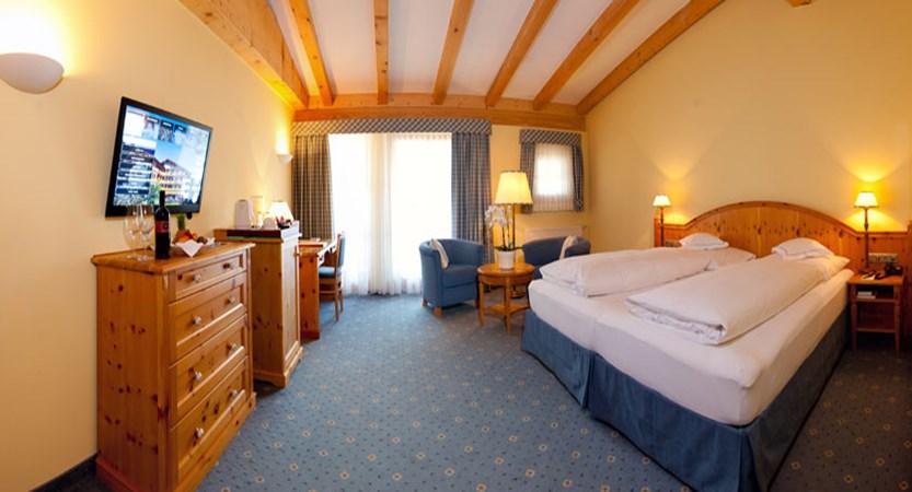 Hotel Kaiserhof, Kitzbühel, Austria - Double bedroom.jpg