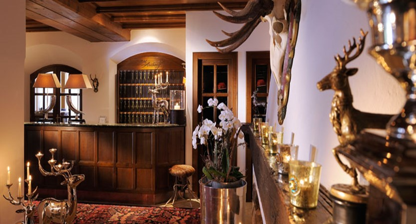 austria_lech_hotel-arlberg_reception-area.jpg