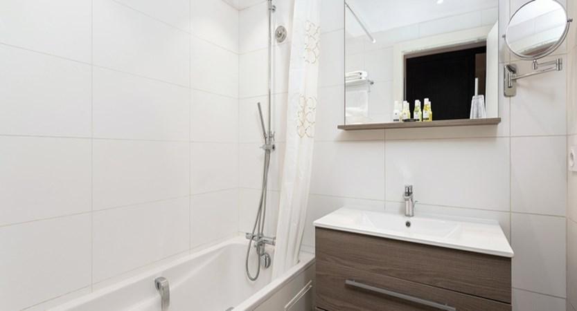 Hotel Le Mottaret - bathroom