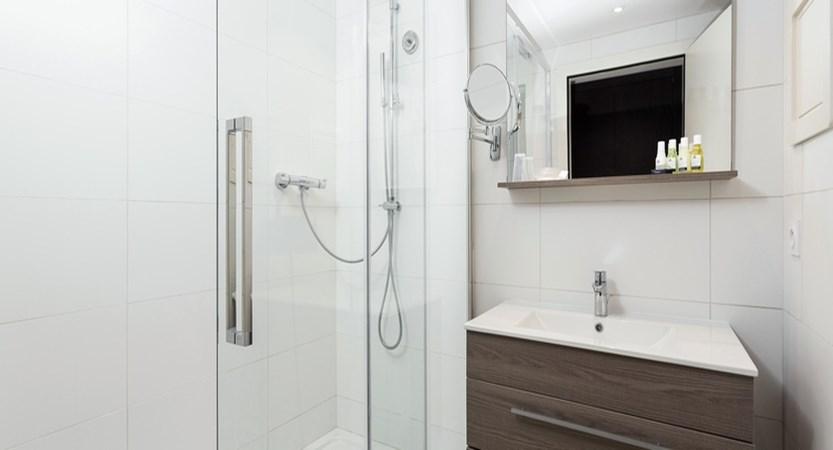 Hotel Le Mottaret - bathroom (1)
