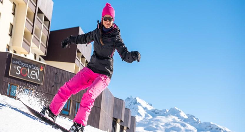Village club du soleil - snowboarder