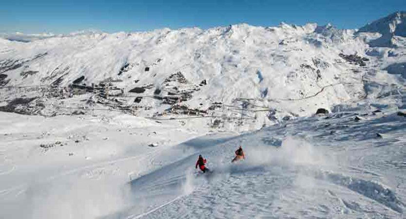 france_three-valleys-ski-area_les-menuires_skiers.jpg