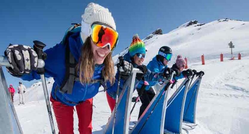 france_three-valleys-ski-area_les-menuires_skiers2.jpg