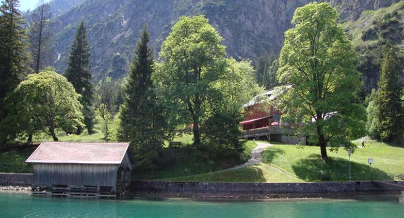 Austria_Lake-Achensee_Pertisau_Lakeside-hut-garden.jpg