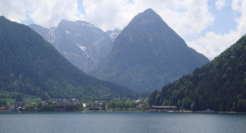 Austria_Lake-Achensee_Pertisau_Mountain-lake-view.jpg