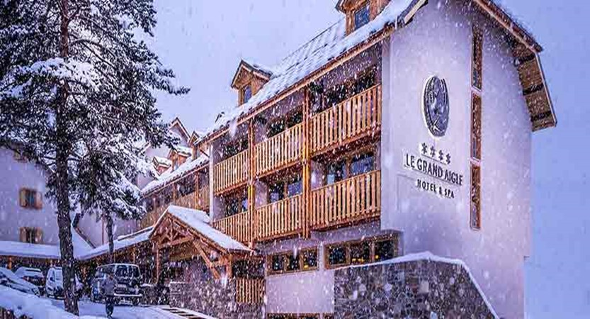 Grand Hotel aigle exterior snow