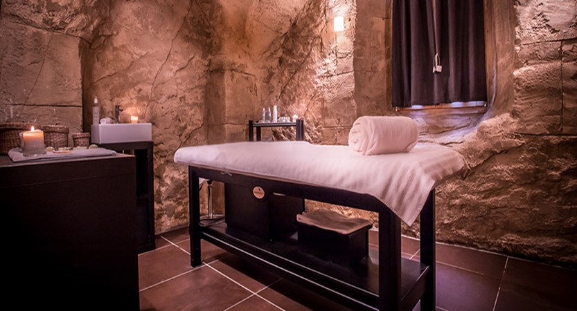 Grand hotel aigle massage room