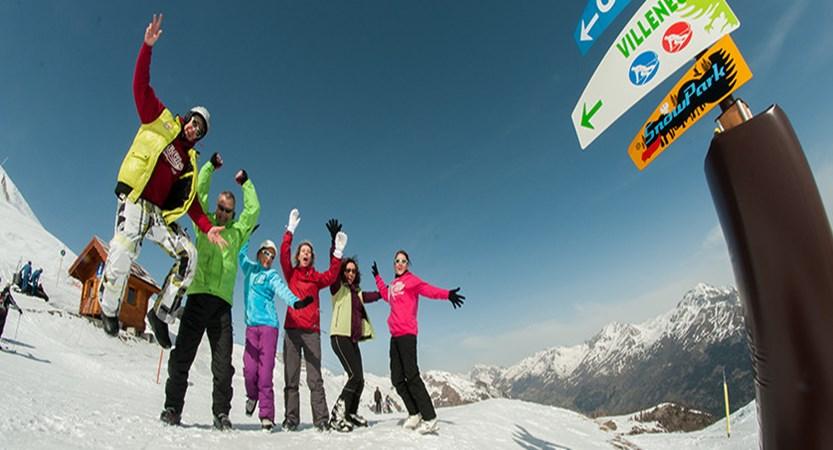 france_serre_chevalier_skiers.jpg