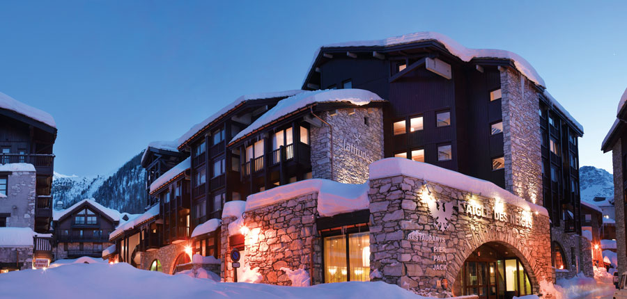 Hotel Aigle des Neiges - night exterior 2