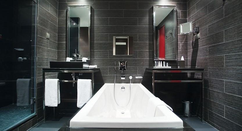 Avenue lodge - bathroom
