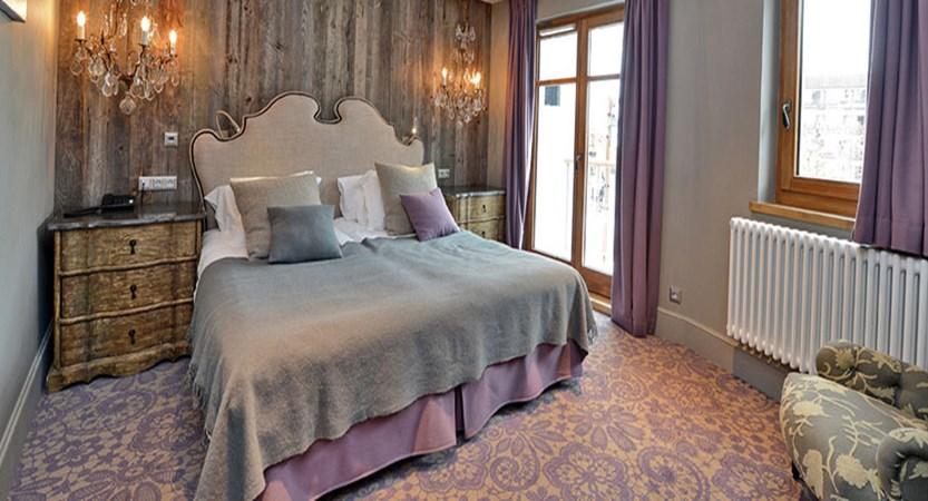 Les Cinq Freres standard room - main hotel