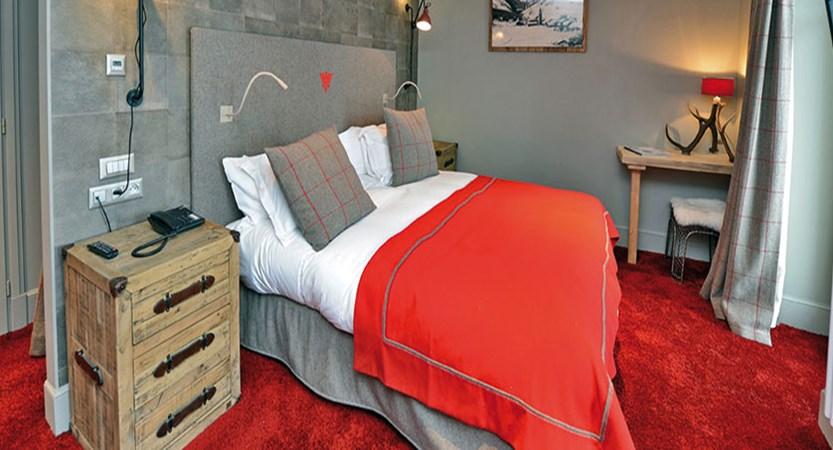 Les Cinq Freres double bedroom