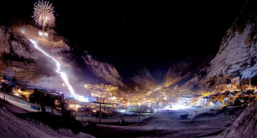 France_Espace-Killy-Ski-Area_Val-dIsère_festival-night-fireworks.jpg
