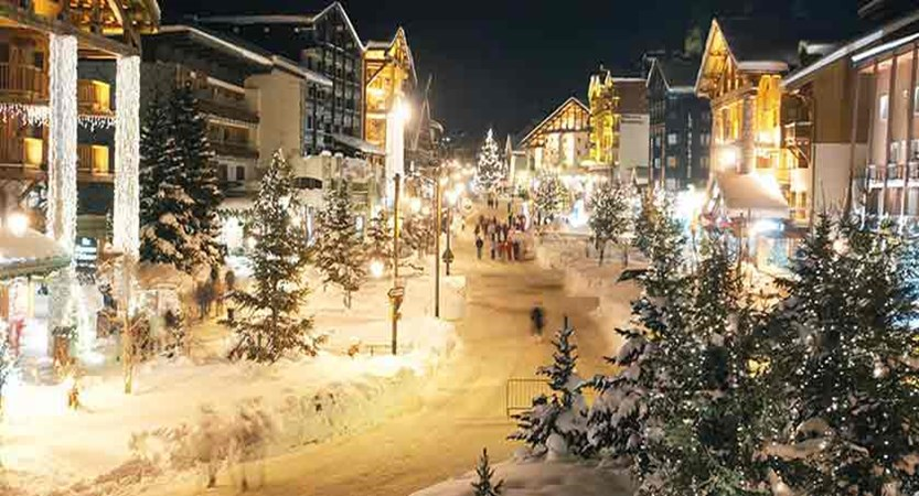 France_Espace-Killy-Ski-Area_Val-dIsère_Village-view-night-Christmas.jpg