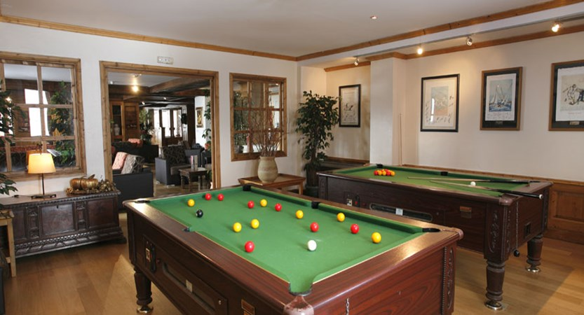 Village montana - hotel pool table
