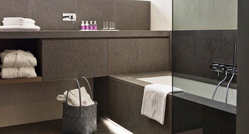 Elisabeth Hotel, Mayrhofen, Austria -  'Premium room' bathroom.jpg
