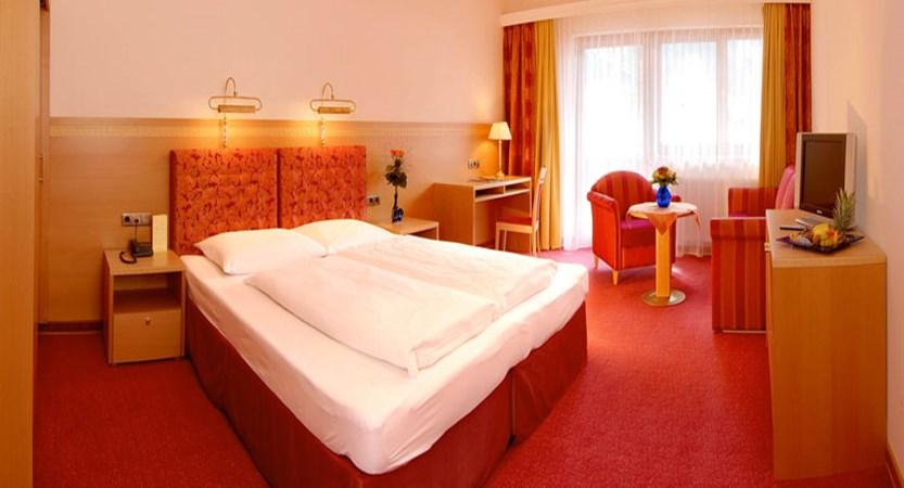 Hotel Garni Strass, Mayrhofen, Austria - Bedroom.jpg