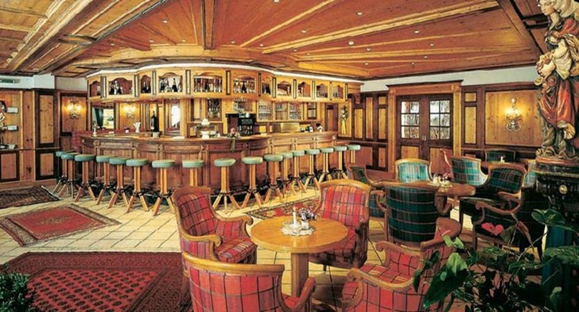 Sporthotel Manni's, Mayrhofen, Austria - Bar & lounge area.jpg
