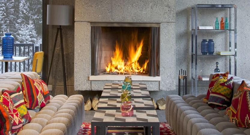 Hotel Totem, fireplace