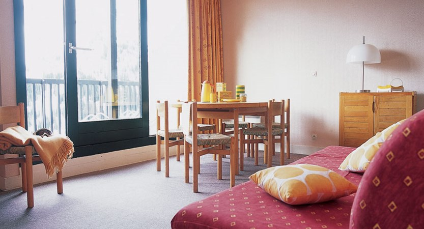 Residence de la foret - lounge and balcony