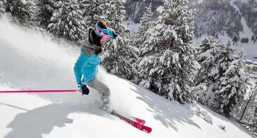 france_montgenevre_skier.jpg