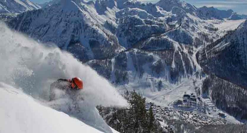 france_montgenevre_skiing.jpg