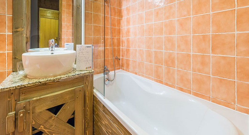 chalet_maximillian_bathroom.jpg
