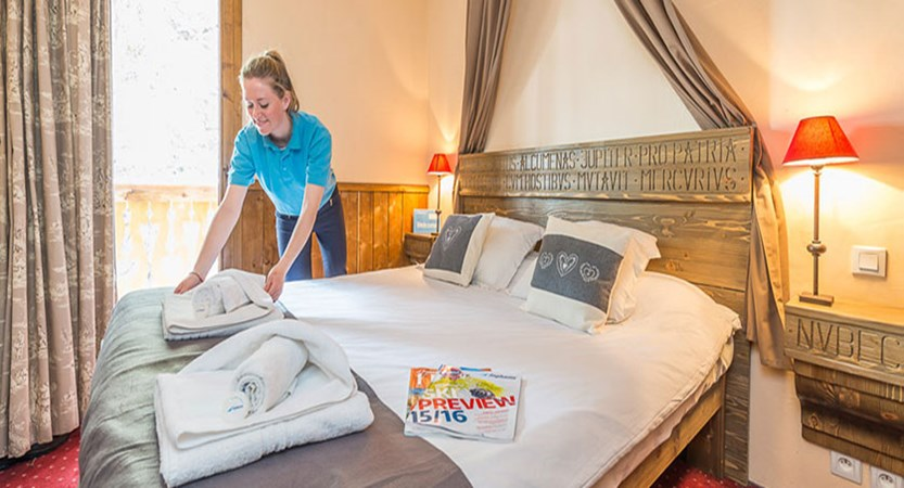 France_Les-Arcs_chalet_maximillian_bedroom2.jpg