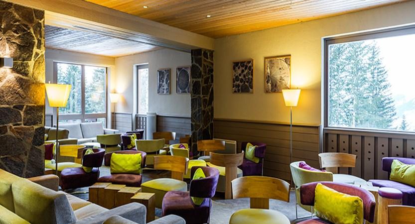 France_LesArcs_Hotel-duGolf-bar-area2.jpg