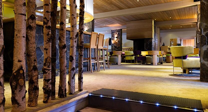 France_LesArcs_Hotel-duGolf-bar-entrance.jpg