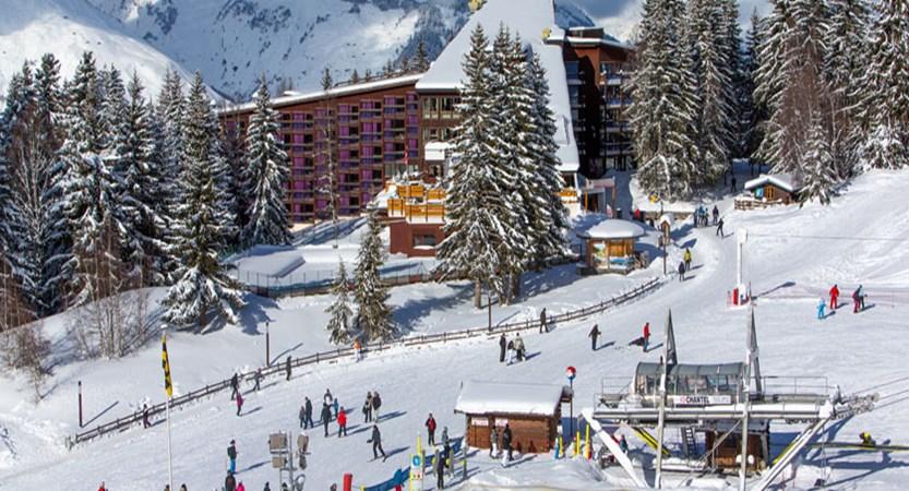 france_lesarcs_hotel-dugolf-exterior-ski-lift.jpg