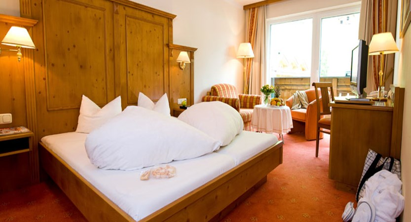 Activehotel Bergkönig, Neustift, Austria - Bedroom.jpg