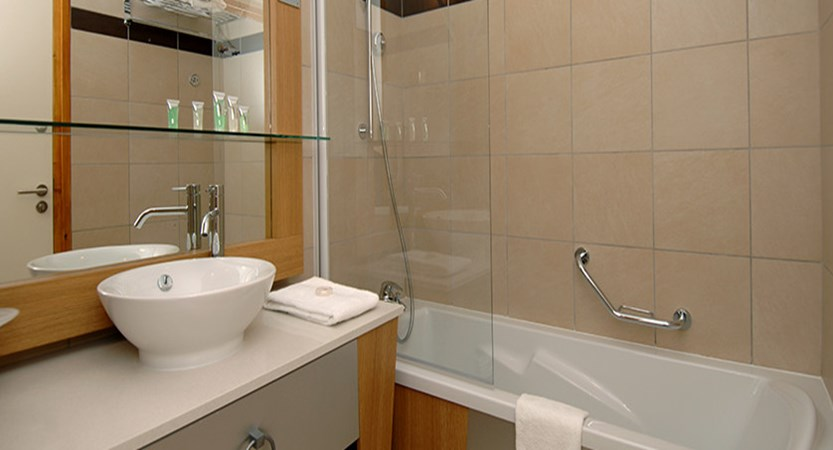 france_paradiski-ski-area_les-arcs_edenarc_apartments_bathroom.jpg