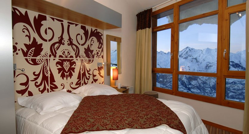 france_paradiski-ski-area_les-arcs_edenarc_apartments_bedroom.jpg
