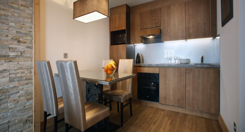 France_Les-Arcs_La-Source-des-Arcs-apartments_kitchen-dining_area2.jpg