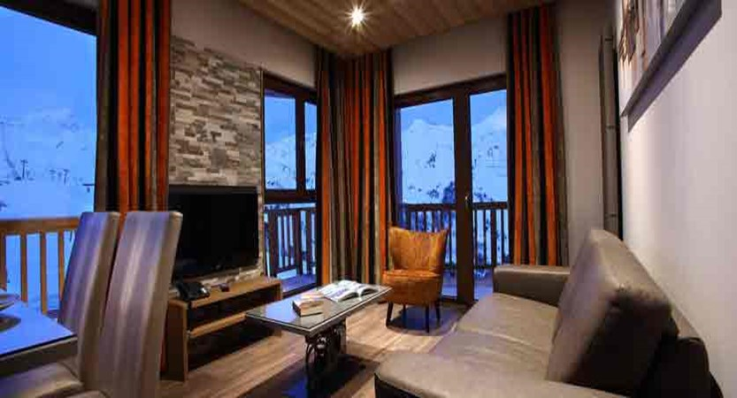 France_Les-Arcs_La-Source-des-Arcs-apartments_lounge_living-area.jpg