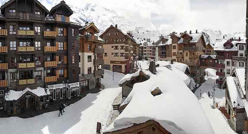 France_Les-Arcs_Le-Village-Apartments_Exterior-winter-les-arcs-1950.jpg