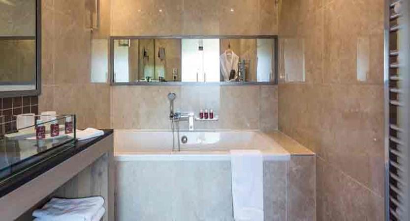 france_paradiski-ski-area_les-arcs_hotel-taj-l-mah_bathroom.jpg
