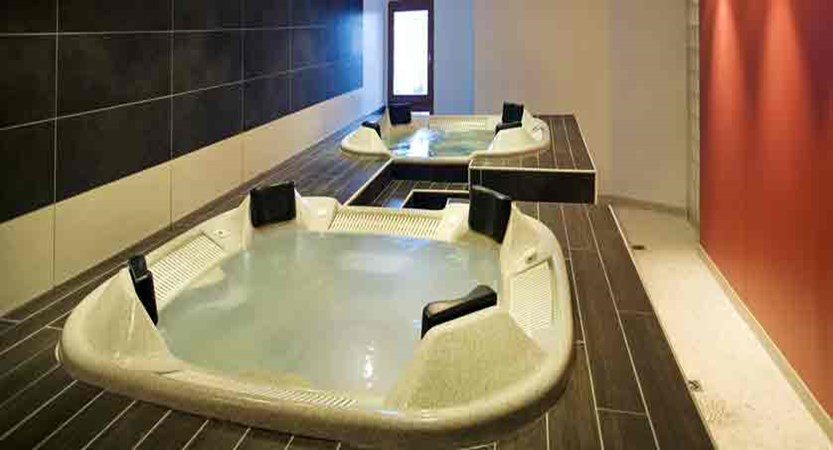 france_paradiski-ski_les-arcs-hotel-club-mmv-les-melezes_jacuzzi.jpg